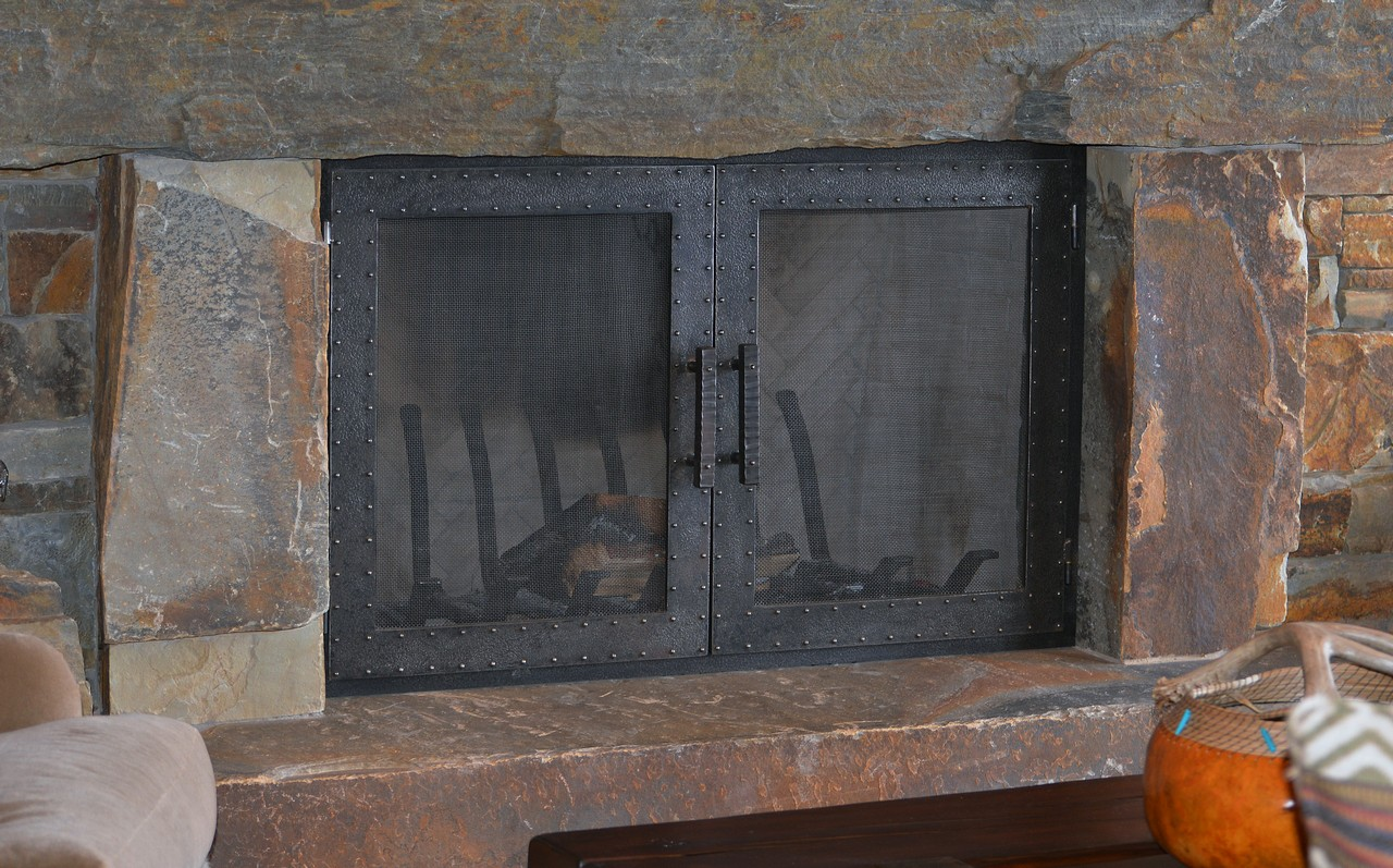 custom-design-ironwork-fireplace-doors-RSZ30