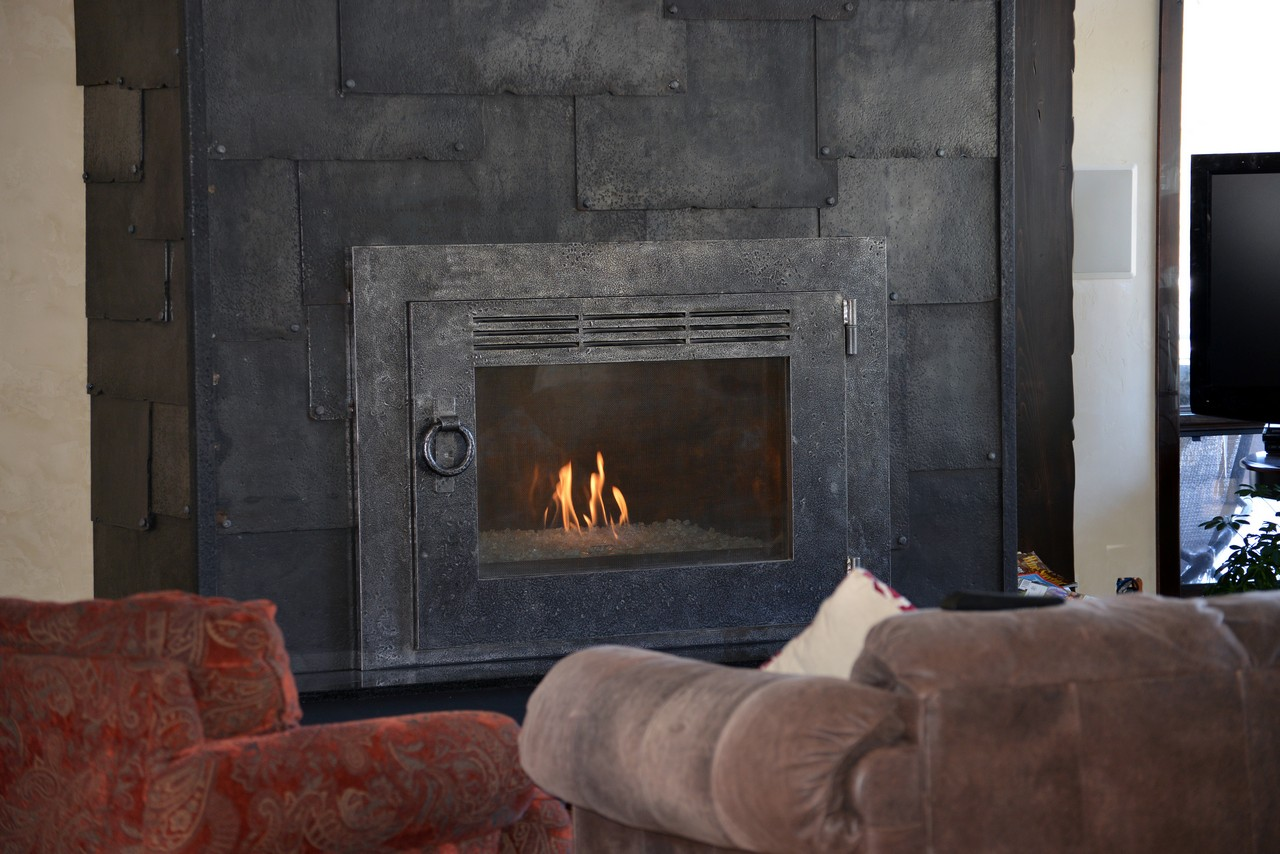 custom-design-ironwork-fireplace-doors-RSZ17
