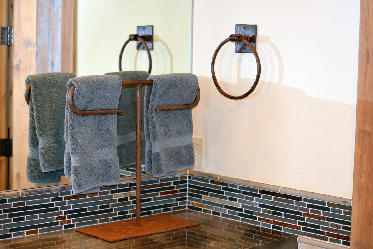 custom-ironwork-towel-holder-bar-ring-RSZ3