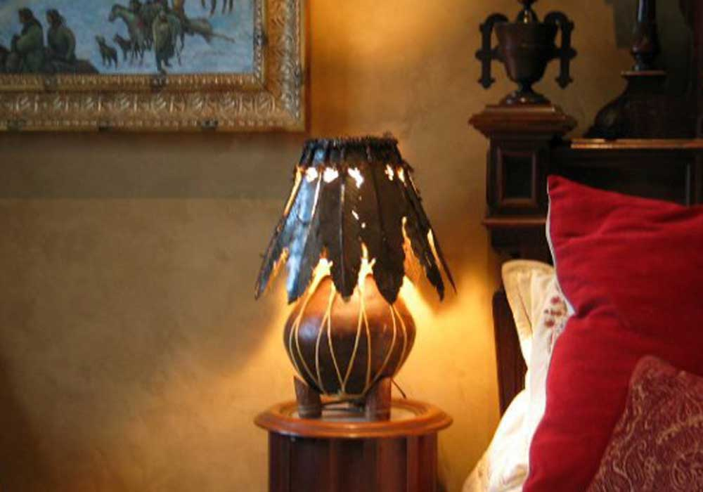 handmade-western-feaather-bedside-lamp