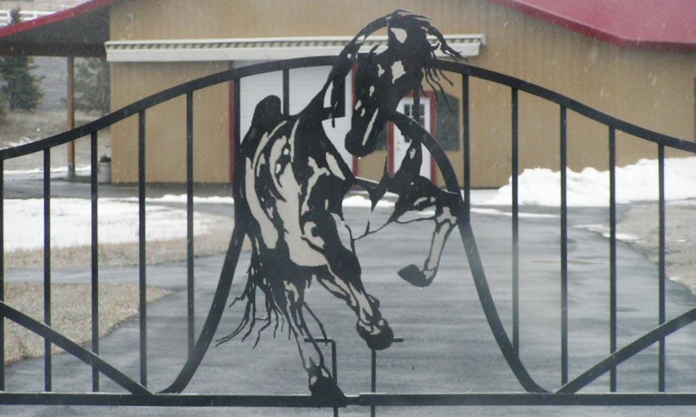 horse-metal-iron-gates