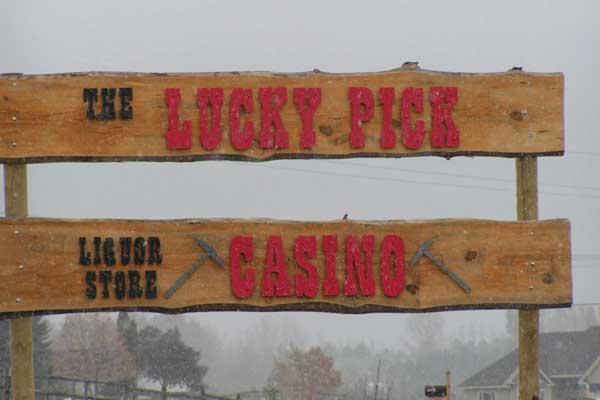 lucky-pick-casino-sign-montana