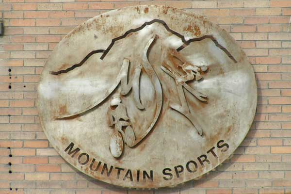 patina-mountain-sports-office-sign