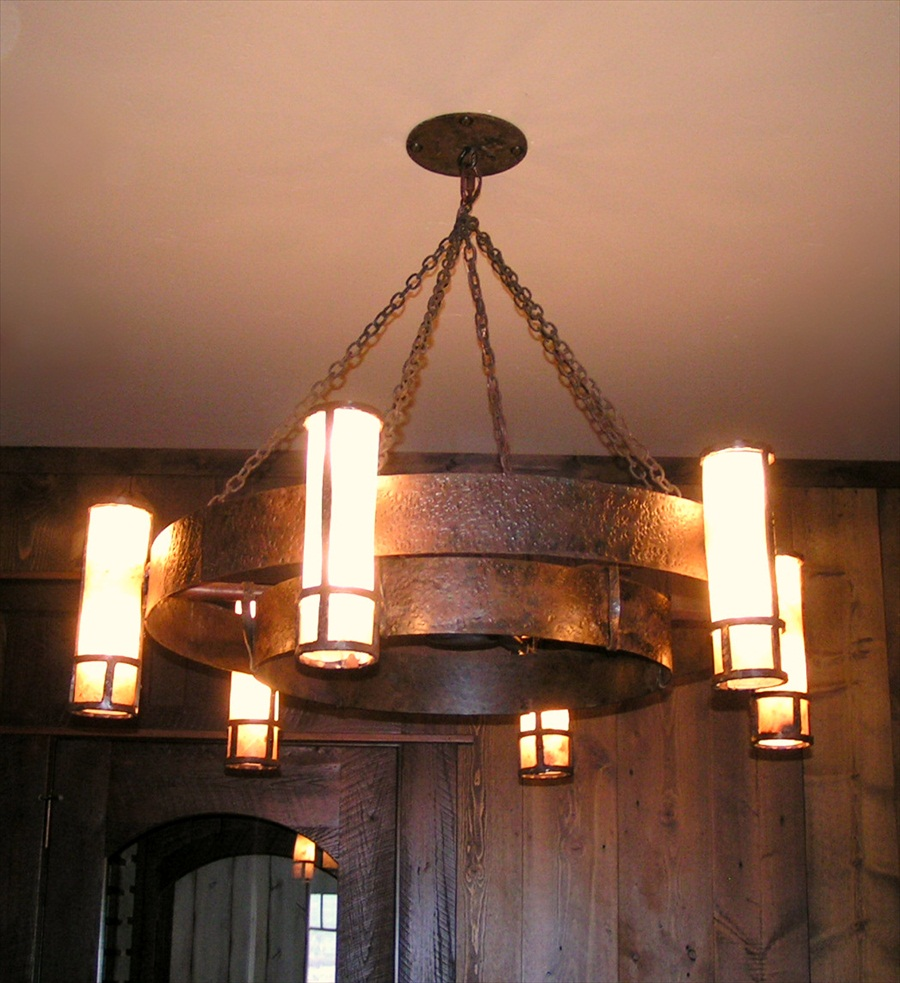 wagon-wheel-chandelier